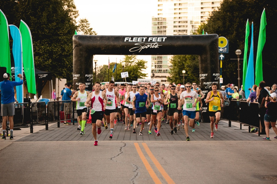 Photo by Robb McCormick Photography. View and purchase HQ photos here: http://www.robbmccormick.com/2015/Fleet-Feet-Scioto-10-Miler/n-VZKdH2/